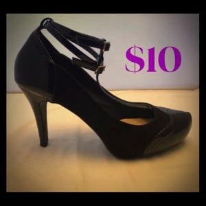 Black Vintage-style Pumps with T-Straps